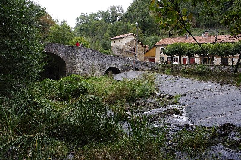 Photo du Monument Historique Pont du Moulin de la Côte situé à Rochechouart