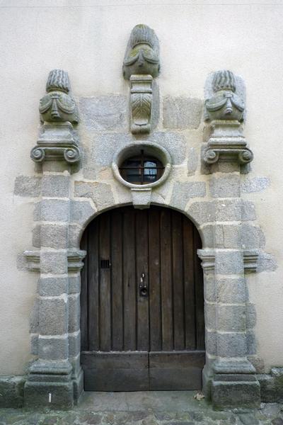 Photo du Monument Historique Hôtel de la Pouge situé à Le Dorat