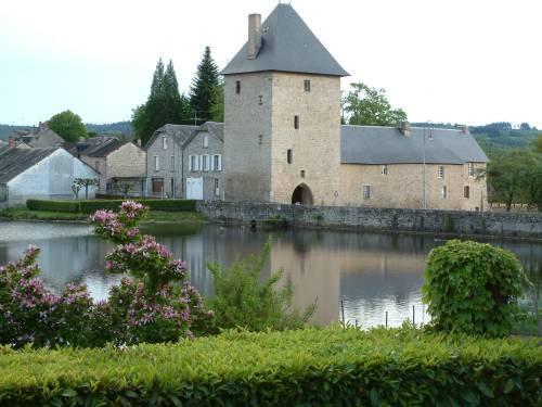 Photo du Monument Historique Ancien château situé à Peyrat-le-Château