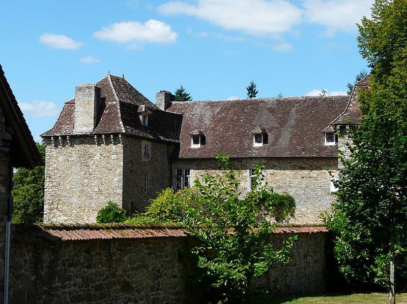 Photo du Monument Historique Château de Douillac situé à Saint-Yrieix-la-Perche