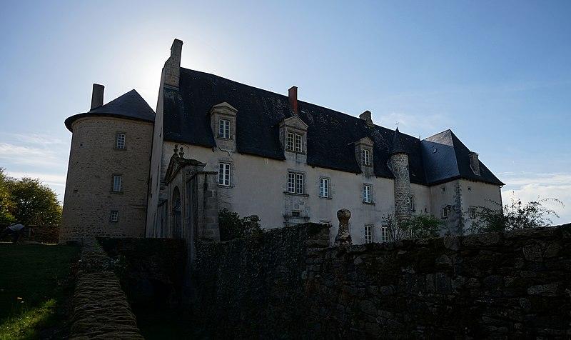 Photo du Monument Historique Château du Chambon situé à Bersac-sur-Rivalier