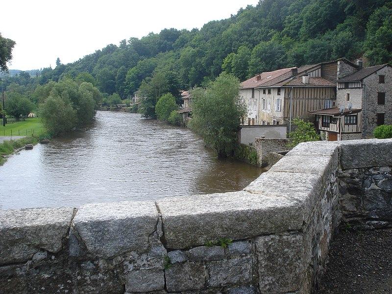 Photo du Monument Historique Pont de Noblat, dit aussi le Vieux Pont, sur la Vienne situé à Saint-Léonard-de-Noblat
