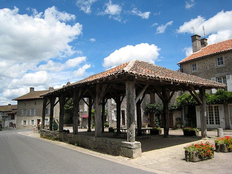 Photo du Monument Historique Halle situé à Mortemart