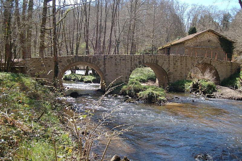 Photo du Monument Historique Pont de Lascaux sur la Gorre situé à Saint-Auvent