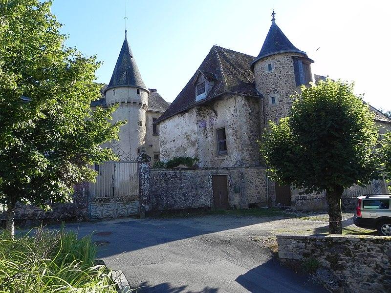 Photo du Monument Historique Château situé à Saint-Jean-Ligoure