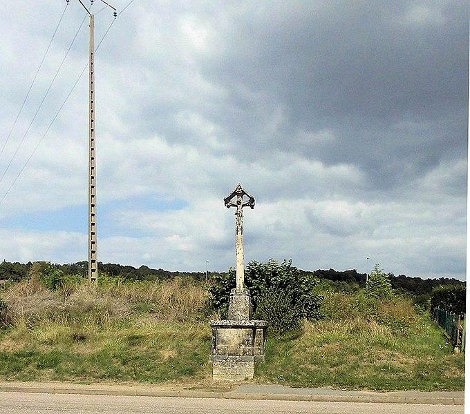 Photo du Monument Historique Croix du village situé à Attignéville