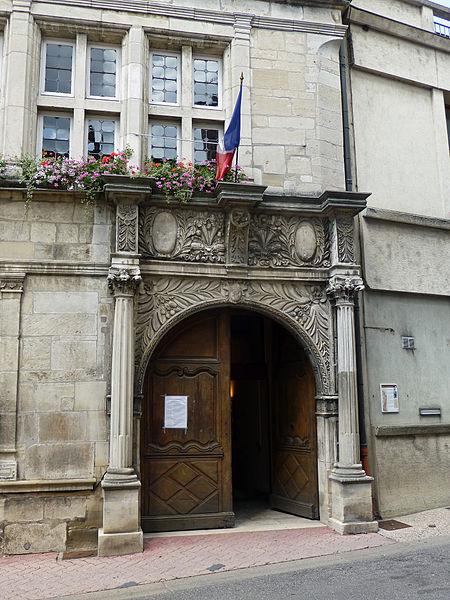 Photo du Monument Historique Hôtel de ville situé à Neufchâteau