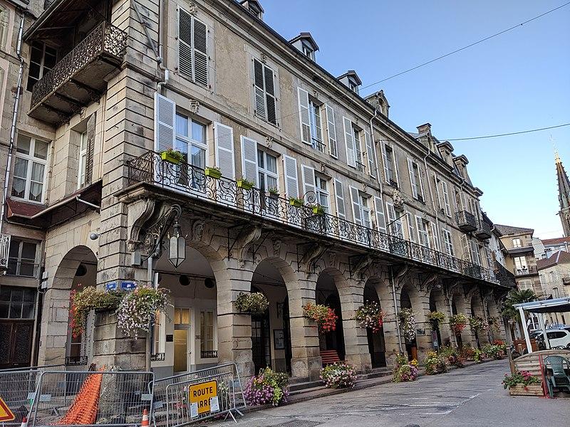 Photo du Monument Historique Maison dite des Arcades situé à Plombières-les-Bains