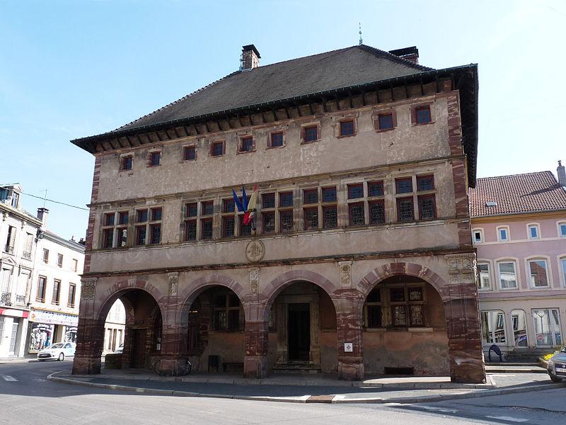 Photo du Monument Historique Hôtel de ville situé à Rambervillers