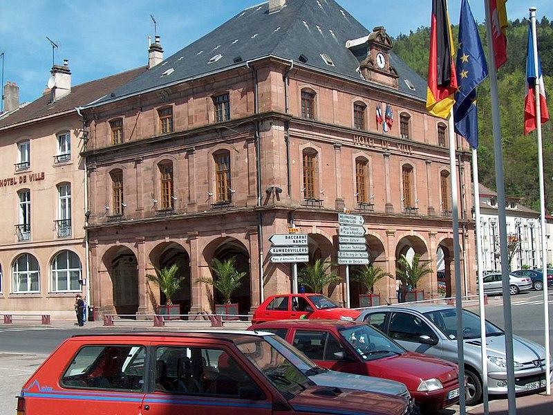 Photo du Monument Historique Hôtel de ville situé à Raon-l'Etape