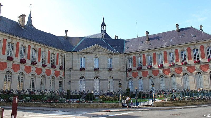 Photo du Monument Historique Ancien palais abbatial, hôtel de ville situé à Remiremont