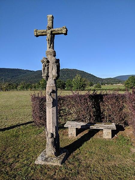 Photo du Monument Historique Croix en pierre à la sortie du hameau situé à Saint-Etienne-lès-Remiremont