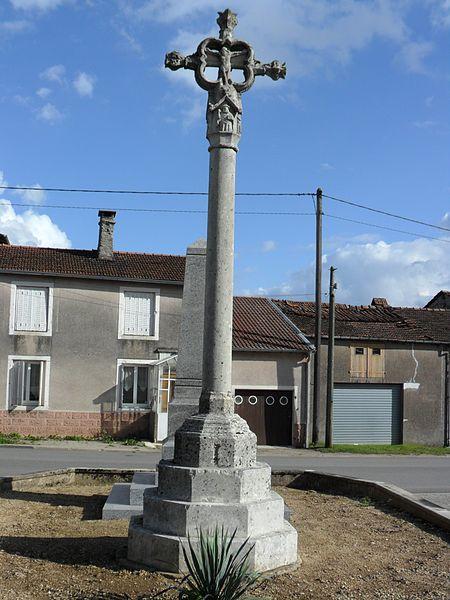 Photo du Monument Historique Croix de chemin dans le village à 200 m de l'église situé à Sandaucourt