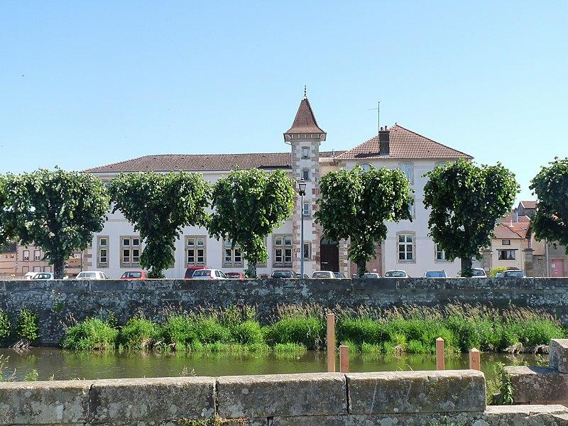 Photo du Monument Historique Ecole du Centre (ancien couvent des religieuses bénédictines) situé à Rambervillers