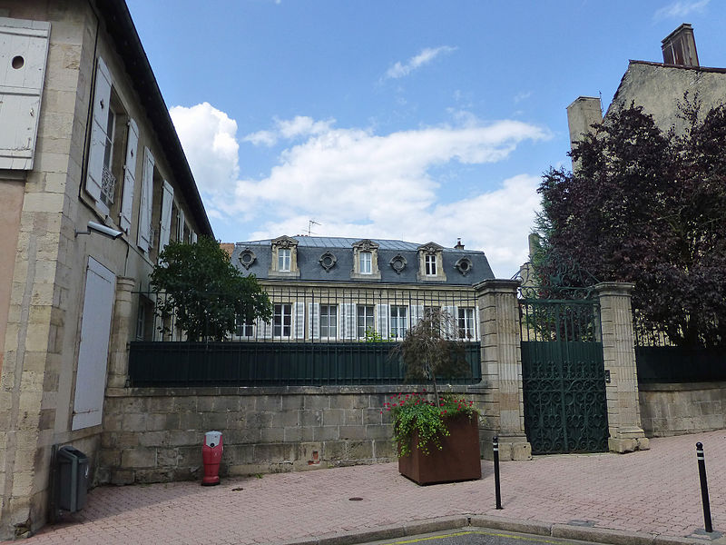 Photo du Monument Historique Ancien hôpital Saint-Jean-de-Jerusalem, actuellement sous-préfecture situé à Neufchâteau