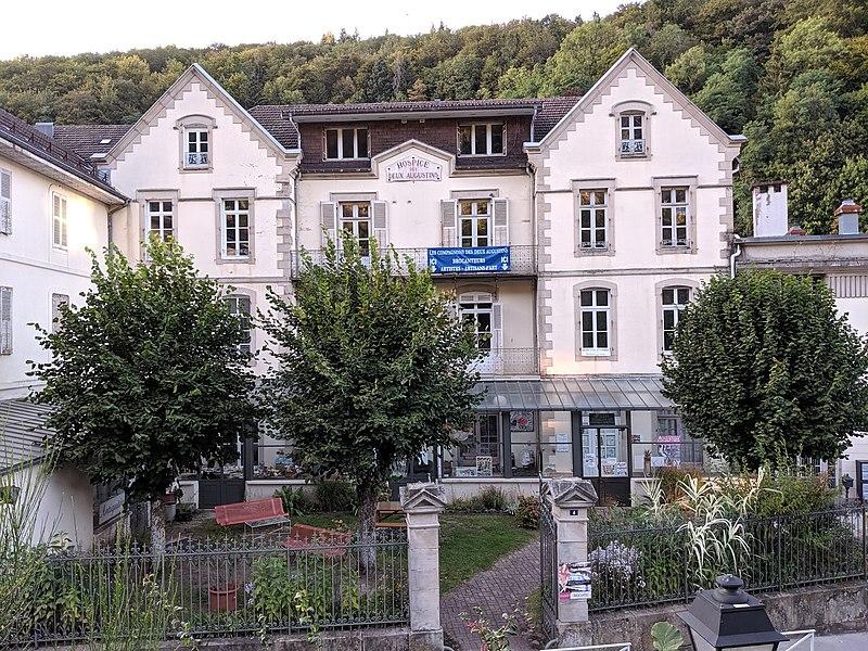 Photo du Monument Historique Maison de retraite situé à Plombières-les-Bains