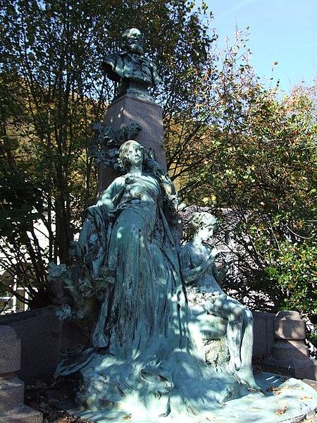 Photo du Monument Historique Monument au peintre Louis Français situé à Plombières-les-Bains