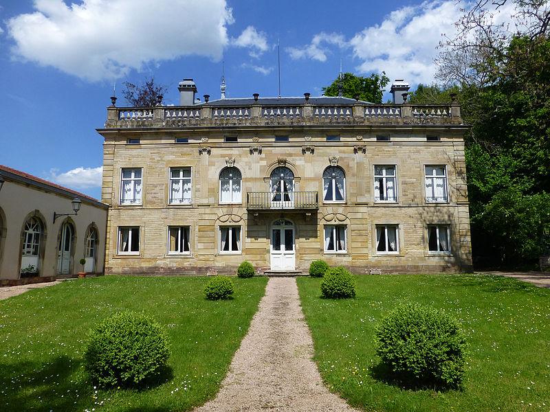 Photo du Monument Historique Domaine dit Château des Capucins situé à Rambervillers
