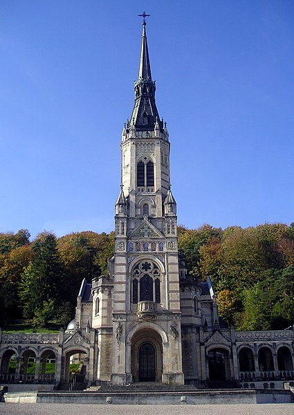 Photo du Monument Historique Basilique Sainte-Jeanne d'Arc ou du Bois-Chenu situé à Domrémy-la-Pucelle