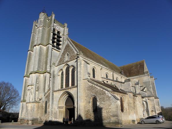 Photo du Monument Historique Eglise Saint-Pierre appelée aussi église collégiale Saint-Pierre et Saint-Paul situé à Appoigny