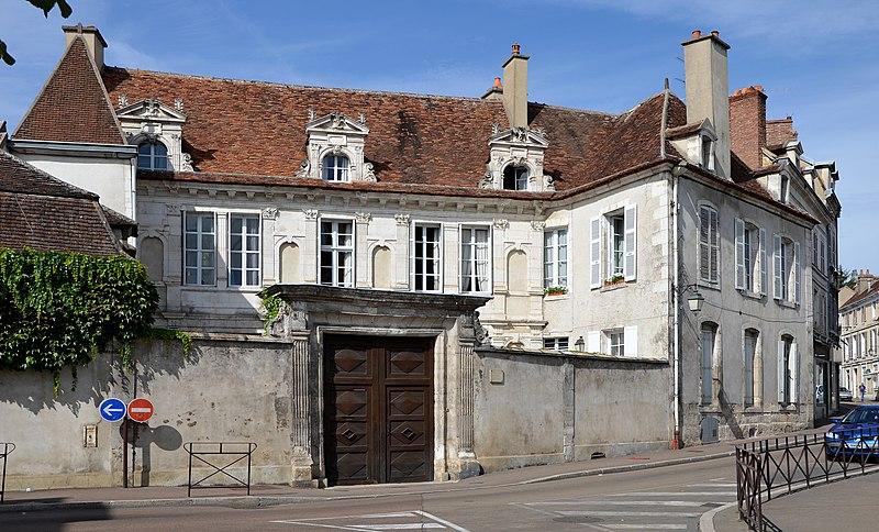 Photo du Monument Historique Hôtel de Crôle situé à Auxerre