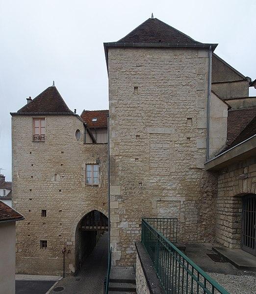 Photo du Monument Historique Porte de Ville situé à Auxerre