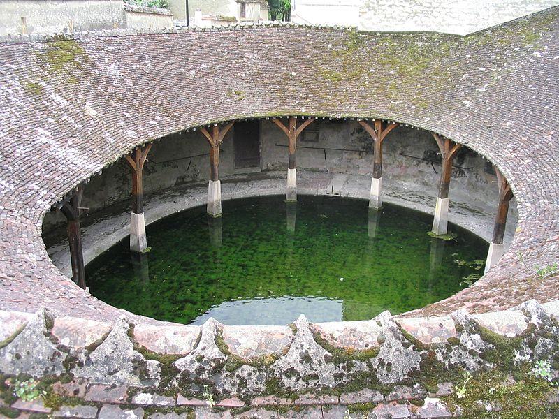 Photo du Monument Historique Lavoir situé à Brienon-sur-Armançon