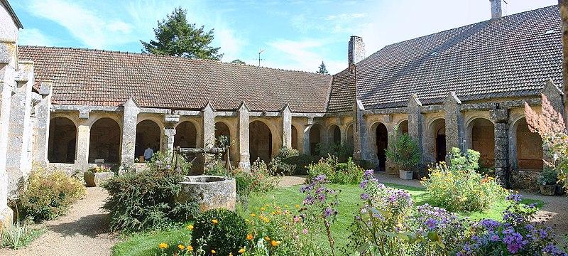 Photo du Monument Historique Prieuré de Vausse situé à Châtel-Gérard