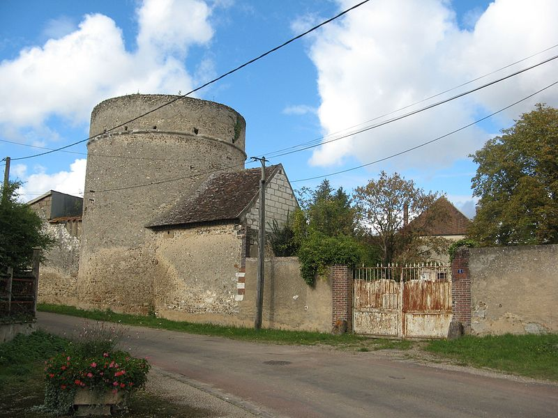 Photo du Monument Historique Ferme du Colombier situé à Etigny