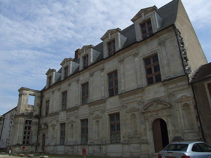 Photo du Monument Historique Ancien château des Comtes de Gondi situé à Joigny