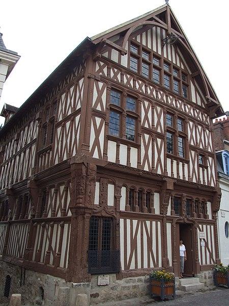Photo du Monument Historique Maison de bois ou maison du bailli situé à Joigny