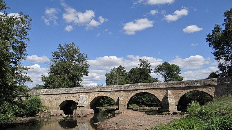 Photo du Monument Historique Pont sur le Serein situé à Montréal