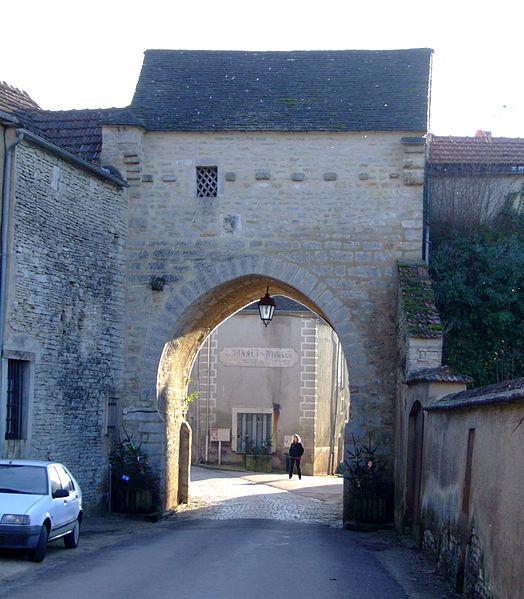 Photo du Monument Historique Porte de Ville dite de Tonnerre situé à Noyers