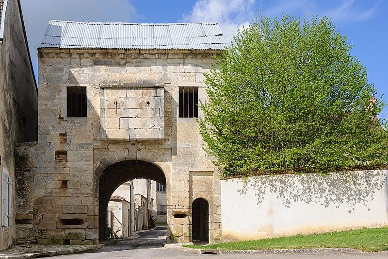 Photo du Monument Historique Porte fortifiée situé à Nuits