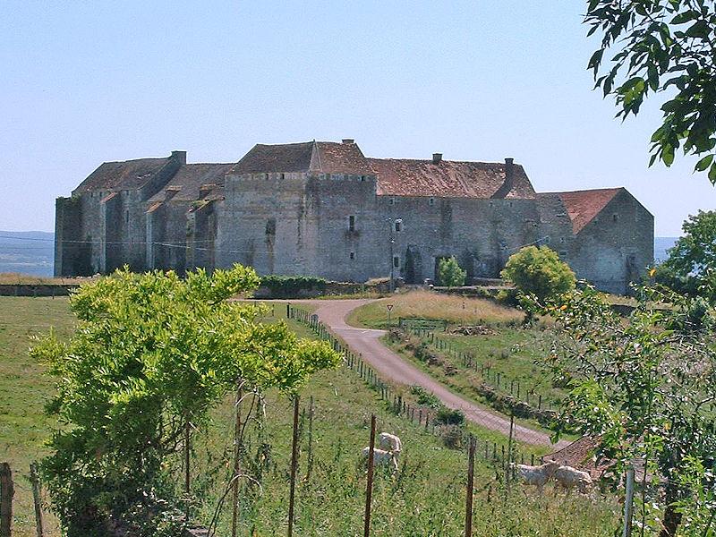 Photo du Monument Historique Maison-forte situé à Pisy