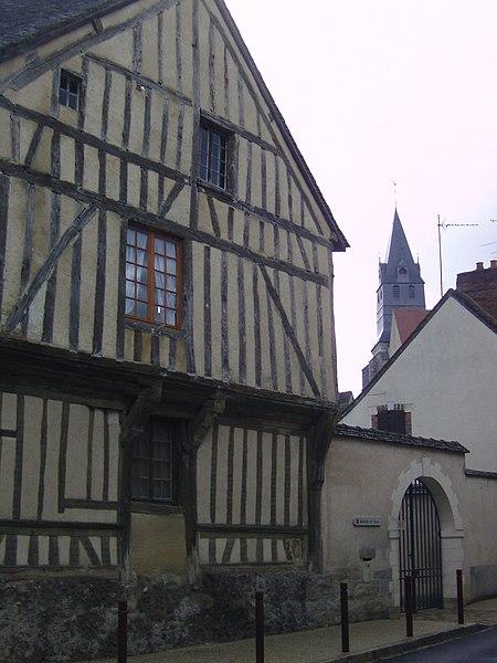 Photo du Monument Historique Maison à pans de bois situé à Saint-Julien-du-Sault