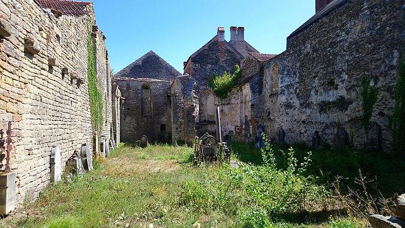 Photo du Monument Historique Ancienne église Saint-Pierre situé à Saint-Père