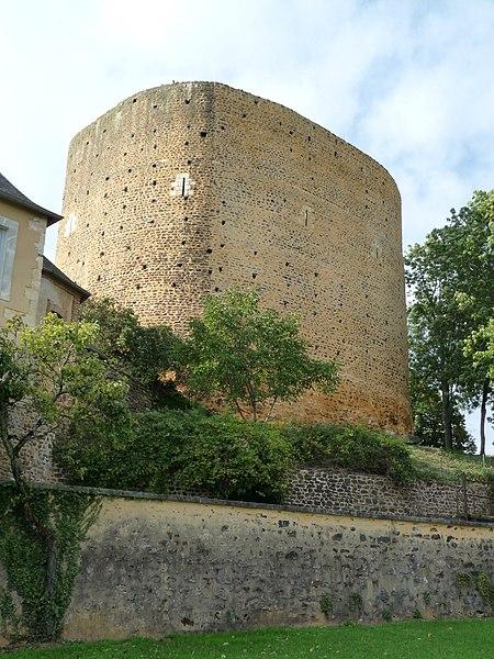 Photo du Monument Historique Donjon situé à Saint-Sauveur-en-Puisaye