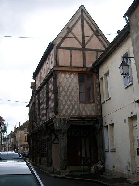 Photo du Monument Historique Maison dite du Portail situé à Sens