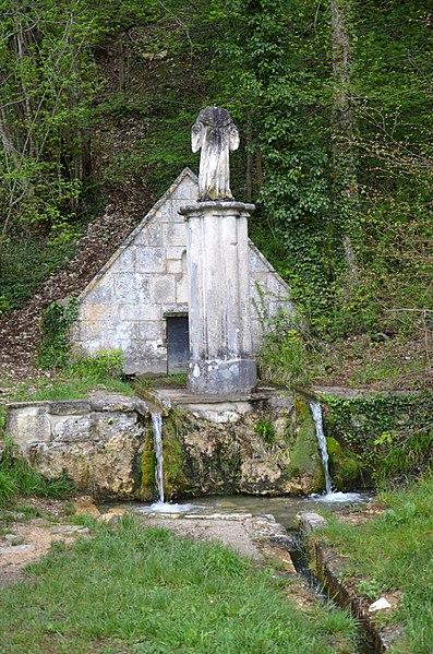 Photo du Monument Historique Fontaine Saint-Gauthier, à Commissey situé à Tanlay