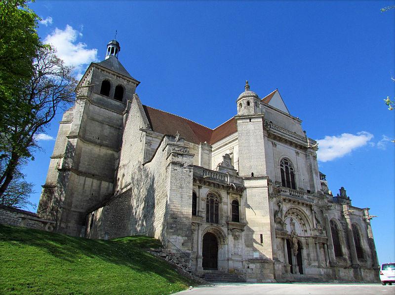 Photo du Monument Historique Eglise Saint-Pierre situé à Tonnerre