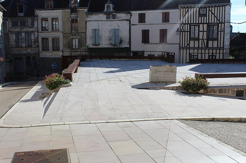 Photo du Monument Historique Eglise Sainte-Catherine situé à Tonnerre