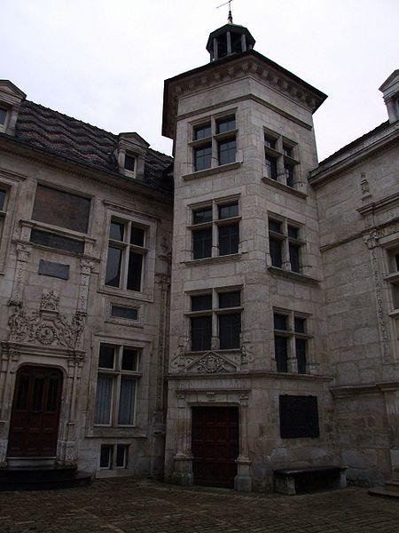 Photo du Monument Historique Hôtel d'Uzès situé à Tonnerre
