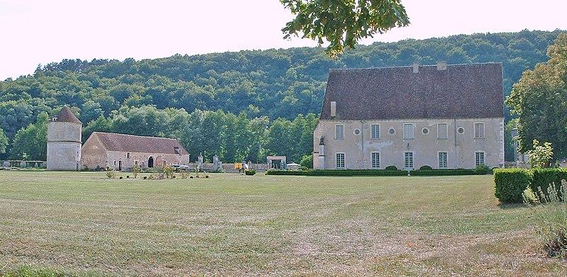 Photo du Monument Historique Ancienne abbaye cistercienne de Reigny, sise au hameau de Reigny situé à Vermenton
