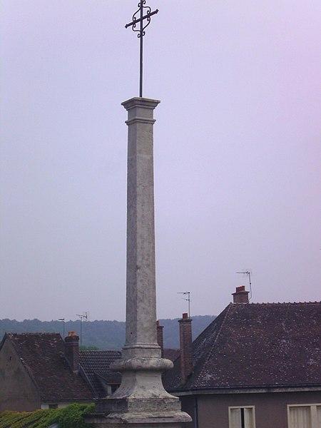 Photo du Monument Historique Croix de pierre situé à Villeneuve-sur-Yonne