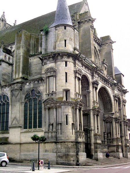 Photo du Monument Historique Eglise Notre-Dame de l'Assomption situé à Villeneuve-sur-Yonne