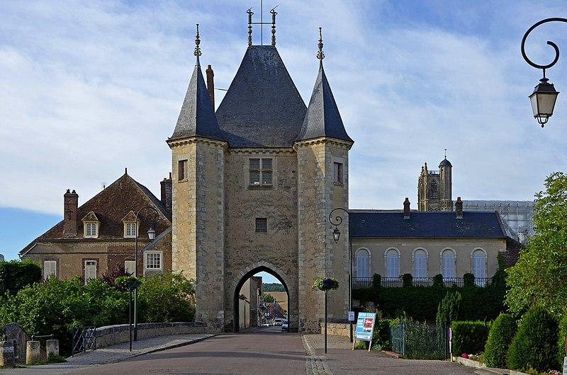 Photo du Monument Historique Portes de Sens et de Joigny situé à Villeneuve-sur-Yonne
