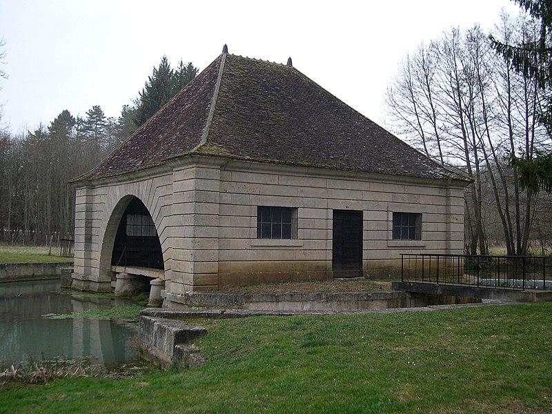 Photo du Monument Historique Lavoir situé à Voutenay-sur-Cure