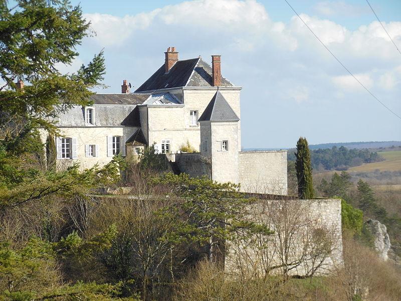 Photo du Monument Historique Donjon situé à Mailly-le-Château