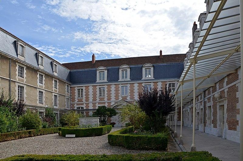 Photo du Monument Historique Lycée Jacques Amyot situé à Auxerre